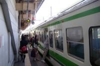 六日町駅に停車中の電車