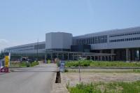 東側から見た駅舎