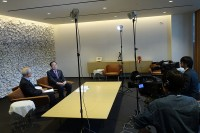 市役所応接室での録画風景