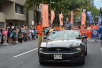 カラカウア通りをパレード