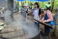 大鍋で煮るマタギ汁