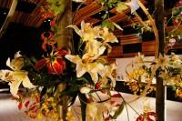 本物と見間違う百合の花