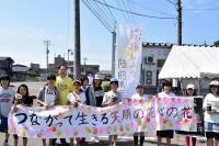 募金活動をする脇野町小学校児童