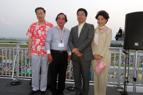 加藤勝信内閣官房副長官と大矢紀さんと 左は、なかのんを挟んで衆議院予算委員長の河村健夫衆議院議員