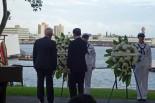 ホノルル市長と献花