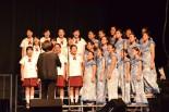 平和友好記念式典で日米合同の合唱を披露