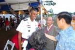 三澤総領事とブルックス米太平洋陸軍司令官